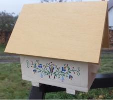 Domek dla samotnych pszczół folk2